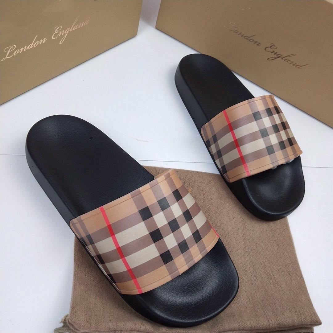 Londra İngiltere Erkek Bayan Yaz Sandalet Plaj Slayt Ev Ekose Terlik Siyah Beyaz Düz Scuffs Kaydırıcılar Trendy Runner Ayakkabı Comfort Baskı Kauçuk Sandalet Kutusu Ile