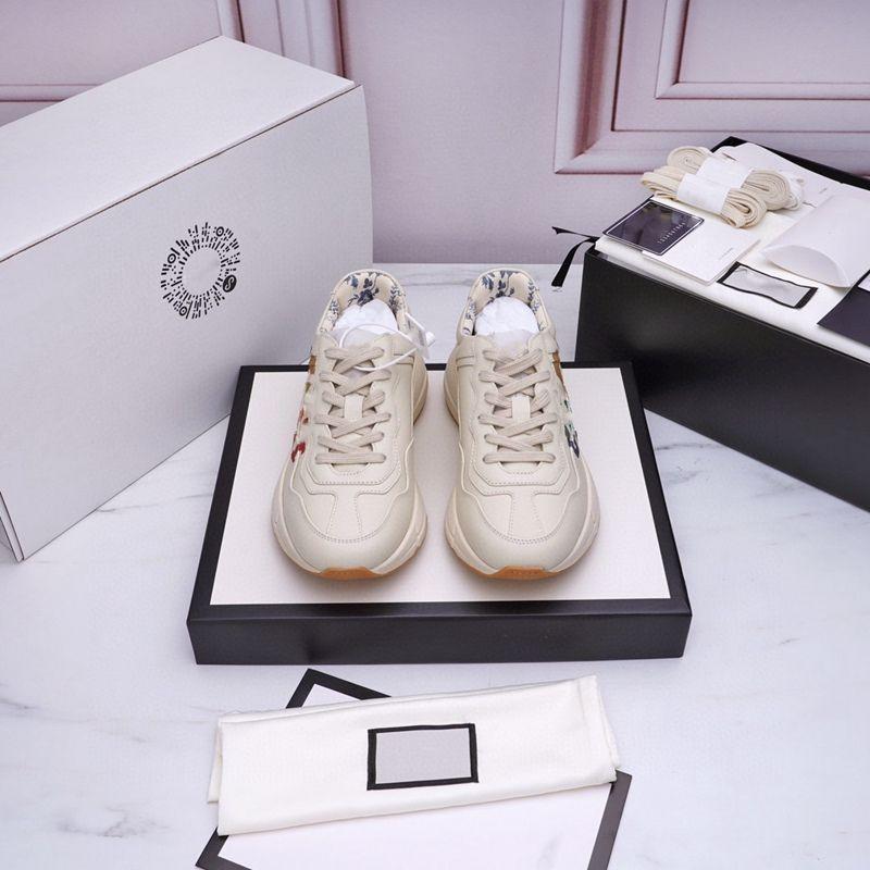 Gucci shoes 2021 Dernières Sneakers en cuir Rhyton Chaussures de créateurs pour hommes avec pochette de fraise Tiger Impression de luxe rétro entraîneur de femmes chaussures