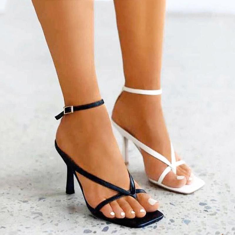 Sandales 2021 Femmes Sandal Fashion Pincier Bande étroite Sandalias Sandalias Square Open Toe Flip Flop Flop Boucle Boucle Strap Stiletto Talons Été
