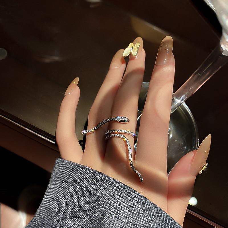 Anillos de forma de serpiente fresco para mujeres bijoux anillos de cristal ajustables bodas joyas de fiesta