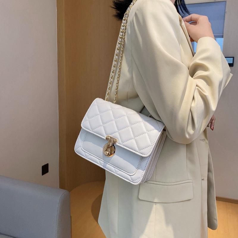 2021 Exquisite tragbare kleine Kettenschloss Messenger Mode neue quadratische einzelne Schulter lingge koreanische tasche version nkfhk