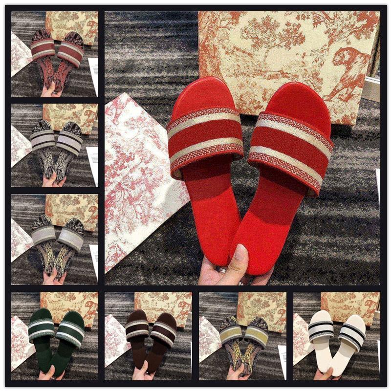 2021 NUEVO París para mujer Sandalias Sandalias Zapatillas Bordado Diseñadores Sandalia Floral Brocado Flip Flozs Diapositivas Playa Flores Lujo Sandalia