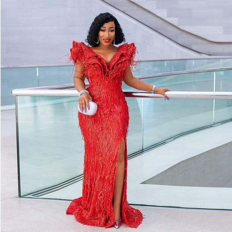 Abiti da ballo africano rosso con scollo a V con scollo a V Manica Sirena Vestito da sera sexy Sexy laterale Spalato Sweep Train Dubai Arabo Abiti da cocktail