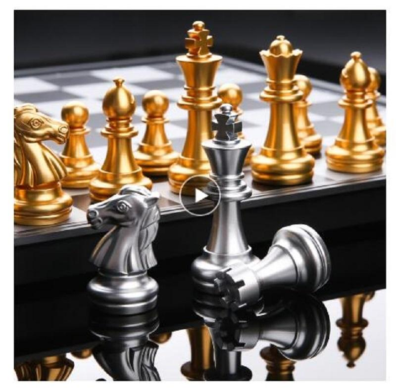 Best International Chess Medieval Set with Chessboard Gold Silver Chess Games Pieces Magnetic Board Game Chess Figure Se Outdoor
