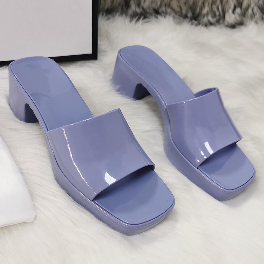 Moda Luxurys Designers Womens High Heaver Chinelos Austrália Plataforma de Verão Alfabeto Beach Slides Borracha Sandálias Sexy Senhoras Sapatos Preto Branco Vermelho