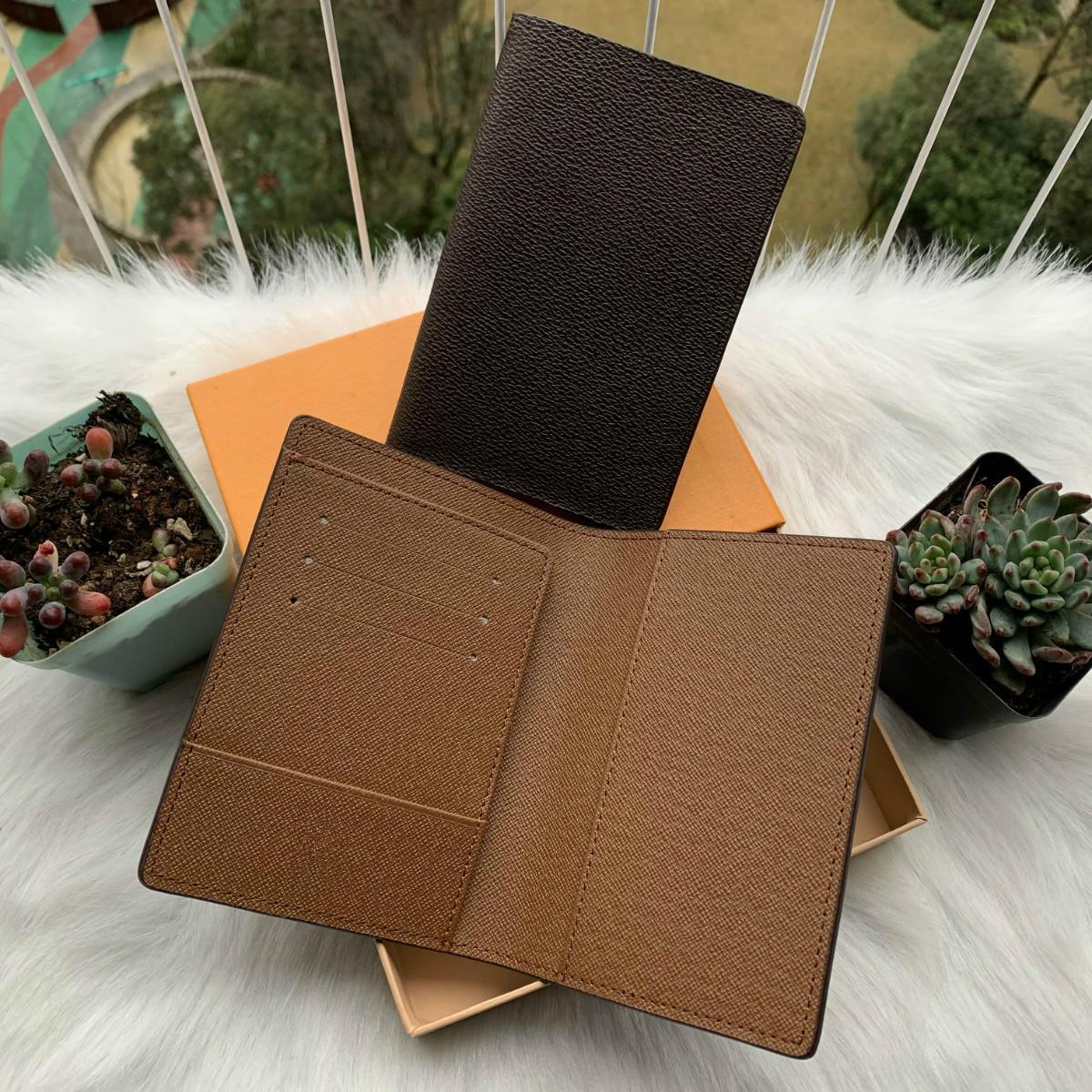 2021 رجل جواز سفر محفظة مصممين الرجال حامل بطاقة جلدية المرأة محفظة أغطية جوازات جرفتان الغمد مع صندوق وكيس الغبار
