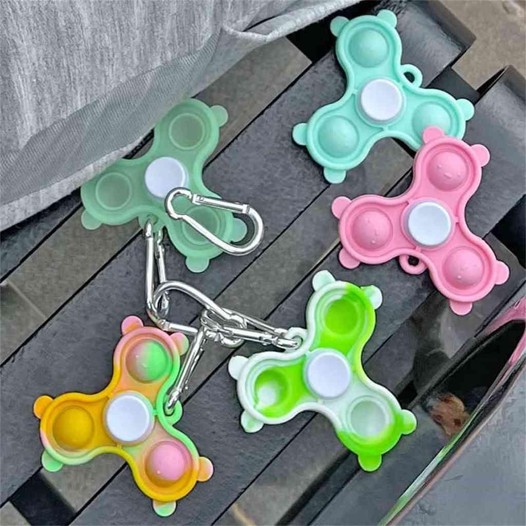 100 unids / dhl sensory fidget push pop burbuja spinner juguetes llavero anillo punteado rompecabezas niños dedo diversión juego descompresión llavero silicona giradores G65QDRU