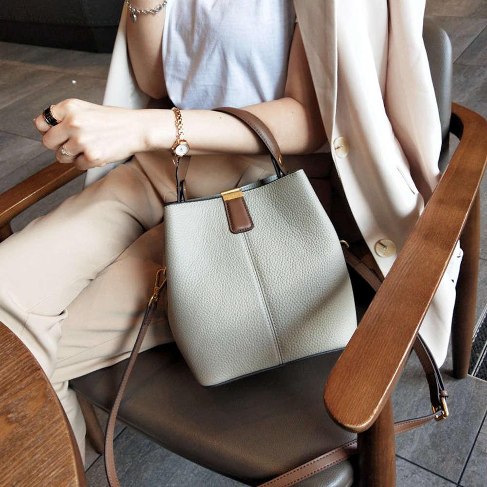Bolso femenino 2021 Nuevo bolso de cuero de cuero Moda coreana Versátil Bolso de las mujeres de un hombro Bolsa de mensajero Strap de hombro ancho