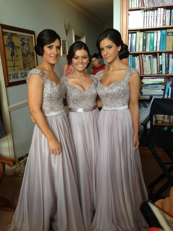 Silber-Chiffon-Spitze-Sonderanfertigungen 2021 Neue große Rabatt-Kappenhülle lange Brautjungfernkleider Formale Kleider mit Farbband