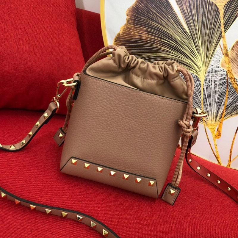 Stud Bucket Mini Handbag Spike Crossbody Shoulder Bag Rivet Clutch Soft Calfskin Genuine Leather hand Bags High Quality Fashion Letter Detchable Strap
