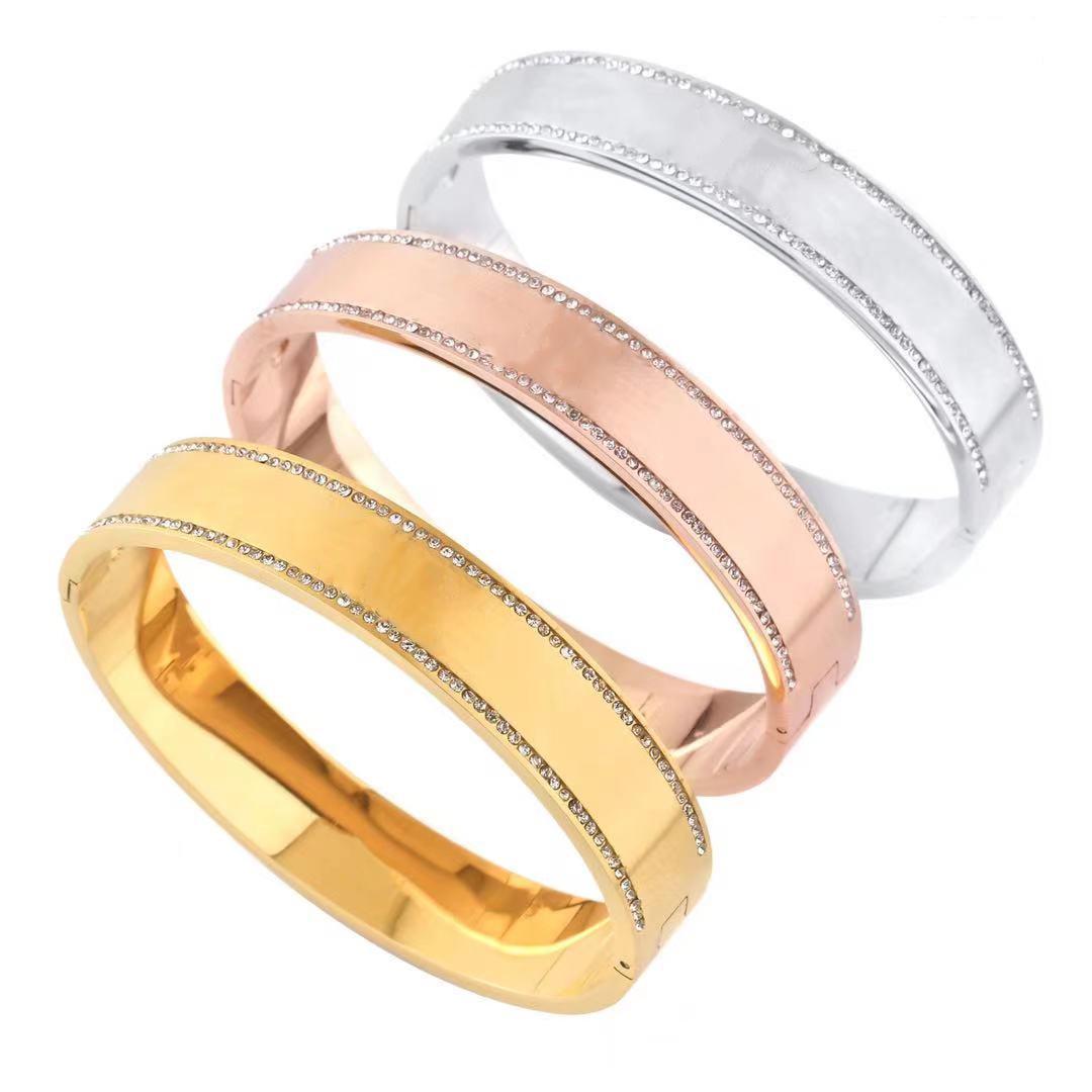 2021 Designer mens love bracelet tap heart gold silver bangles women magnetic name stainless steel setting white diamonds party unisex men luxury bracelets