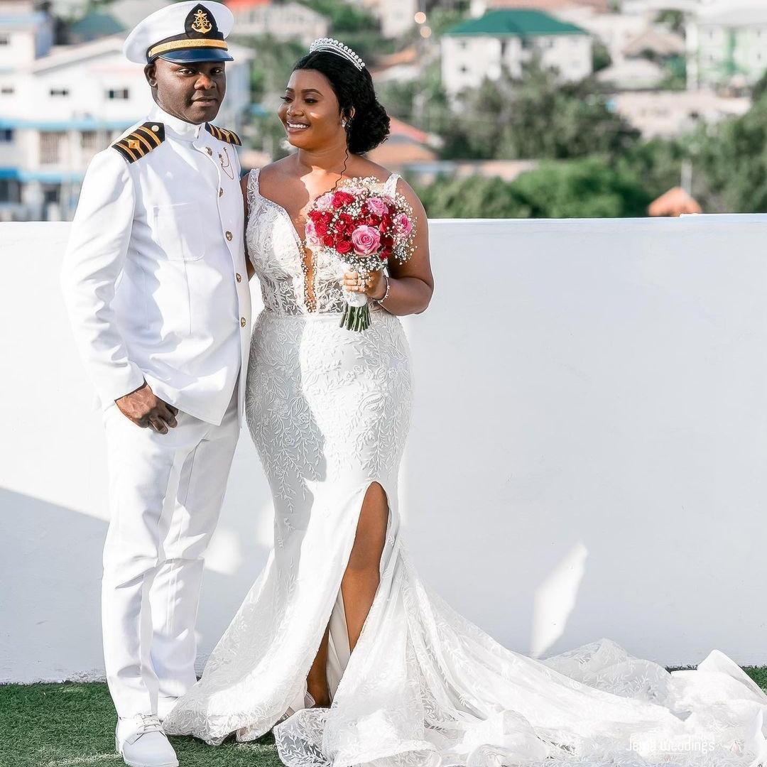 2021 Muhteşem Dantel Gelinlik Mermaid Derin V Boyun Seksi Yüksek Yan Bölünmüş Örgün Gelinlikler Artı Boyutu Beyaz Açık Boning Evlilik Dress