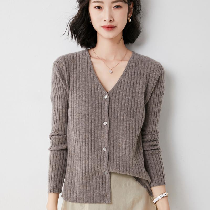 Tees de los tejidos de las mujeres abriendo el otoño 2021, el cardigan de punto de las mujeres, la chaqueta de algodón, el cuello en v, las mangas largas sueltas, el estilo coreano del viento perezoso, suave y com