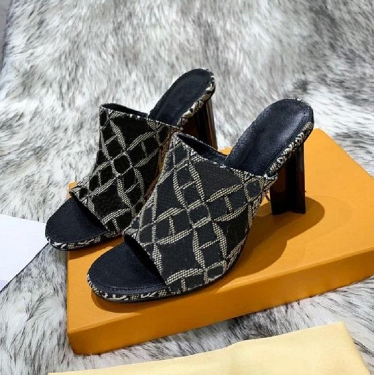 Clássicos Mulheres Sapatos Sandálias Moda Praia Grosso Bottom Salto Slippers Alfabeto Senhora Sandálias Couro Salto Alto Sapatos Slides Home011 03