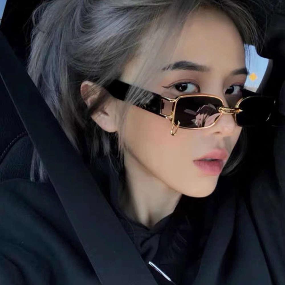 2020 hip hop street show small box wu yifan indossando orecchini occhiali da sole