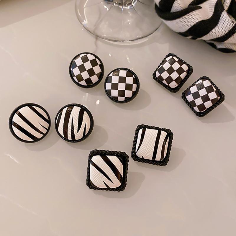 Stud Est Vintage Ear Studs Black White Checkerboard Earrings For Women Luxury Design Plaid Earring S925 Girl Trend Jewelry Gifts