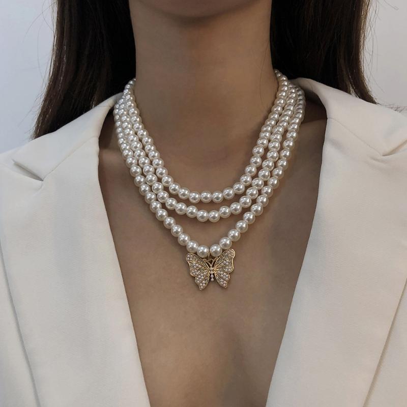Collane del pendente Collana creativa multistrato della farfalla della perla per le donne perline Charms Vintage Charms Punk Simple Animal Choker Gioielli