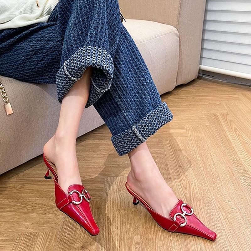 2021 Mode Metallschnalle Frauen Slipper Spitze Zeh Slip auf Maultieren Schuhe Damen Dünne Tiefhälter Draußen Dress Drdides Flip Flop