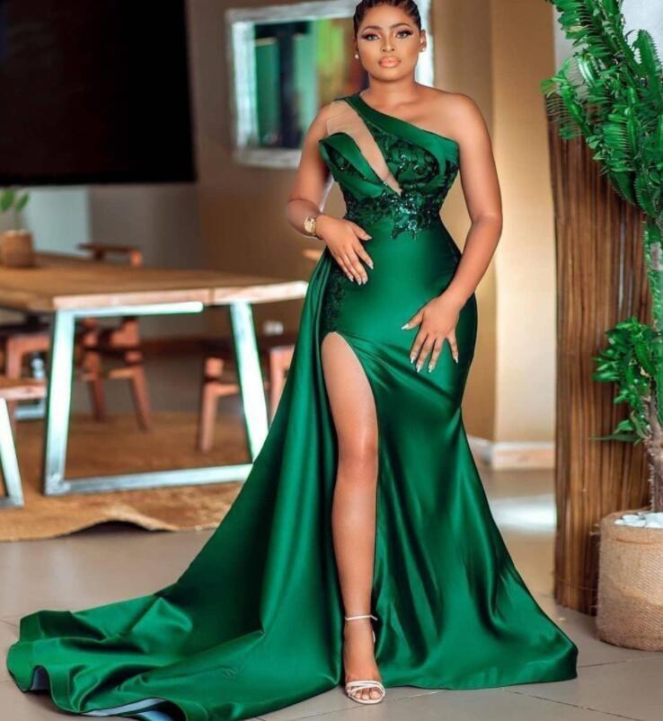 2021 elegante verde oscuro con lentejuelas de la sirena vestido de fiesta de un hombro cuello lado división vestidos de noche de barrido satinado vestido formal