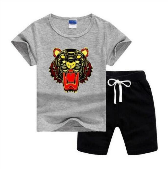 ملابس الأطفال مجموعات مصمم الاطفال ملابس الأولاد جولة الرقبة تي شيرت الفتيات قصيرة الأكمام السراويل ماركة كلاسيكية 2-7 سنوات