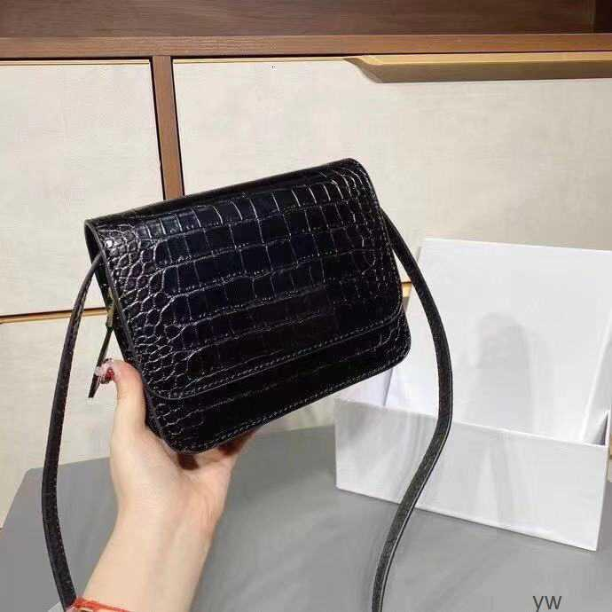 Borse Borse Fashion Street Cover Donne Luxurys New Ulxas Flip 2021 Messenger Retro Crossbody Crocino Designer Designer Lettere Fe Leathes MHCO