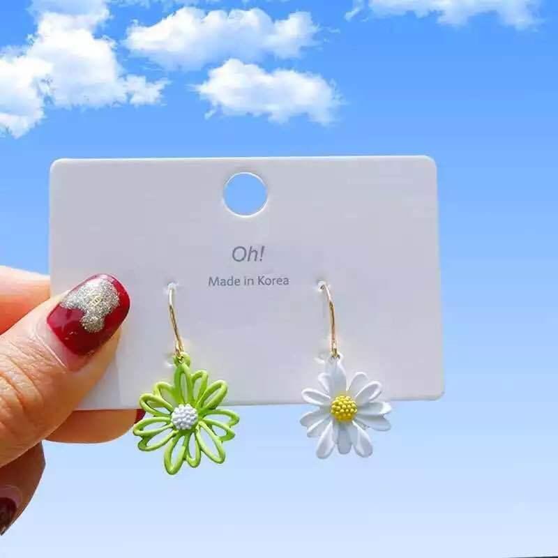 01 S925 Gümüş İğne Japonya Kore Taze Net Kırmızı Daisy Basit Kız Tatlı Çiçek Küpe