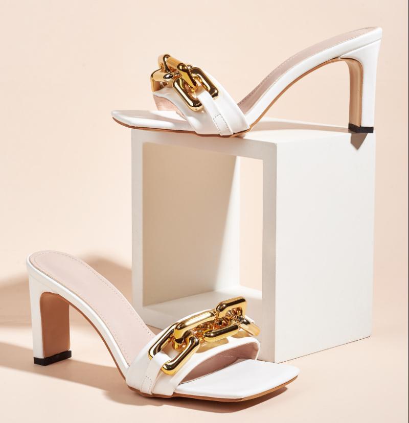 Ayakkabılar Kadının Terlik Perçin Kare Toe Slaytlar Topuklu Katırları 2021 Yüksek Fretwork Kumaş Scandals Kauçuk PU Temel Topuk Ayakkabı Meydanı