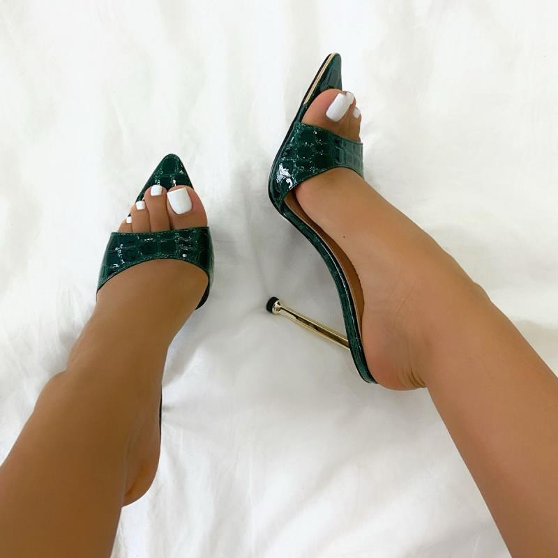 Yaz Kadın Sandalet Yılan Baskı Strappy Kates Yüksek Topuklu Terlik Sandalet Çevirme Sivri Burun Slaytlar Parti Ayakkabı Kadın