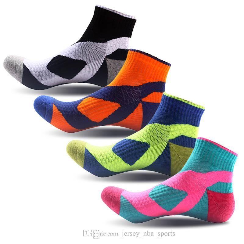 21 4 Pairs / Set erkek Spor Çorap Erkekler Hiking Koşu Basketbol Futbol Bisiklet Çorap Erkekler Pamuk Nefes Kalın Toptan