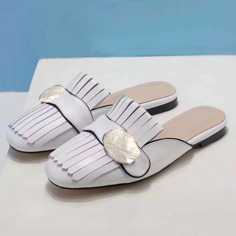 Kadın Sandalet Moda Terlik Bayanlar Yaz Düz Ayakkabı Deri Metal Dekorasyon Açık Toe Rahat Tembel Ayakkabı Tasarımcı Ofis Sandalet