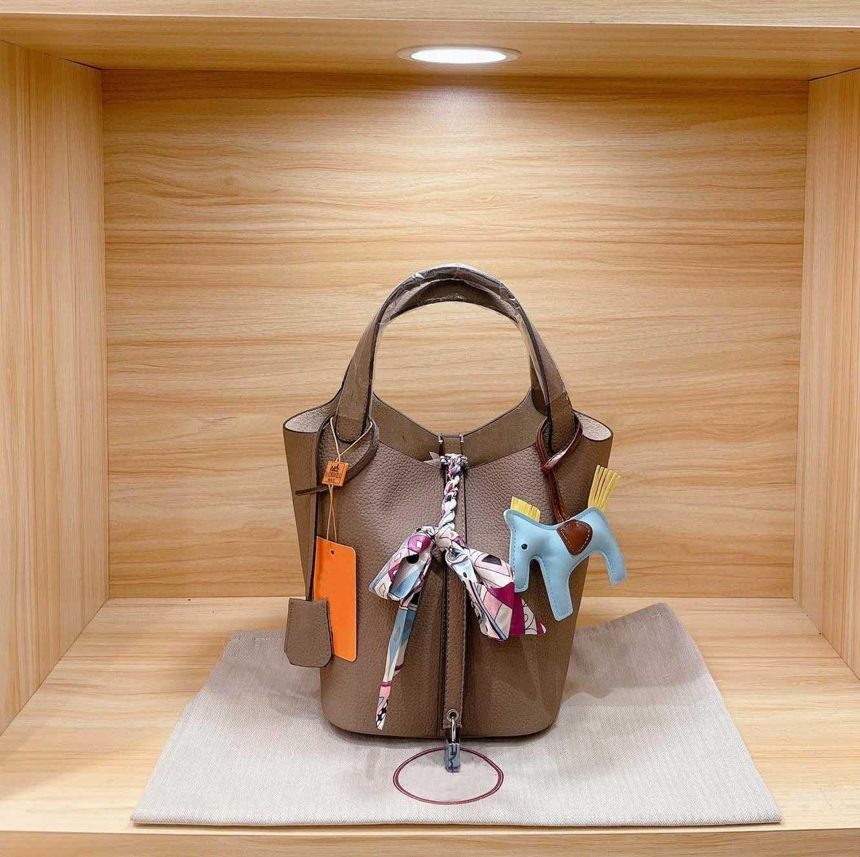 كلاسيكي حار بيع المرأة حقيبة سلة الخضار مصمم ماركة أزياء عالية الجودة عالية الجودة حقيبة يد حرير وشاح الحرير