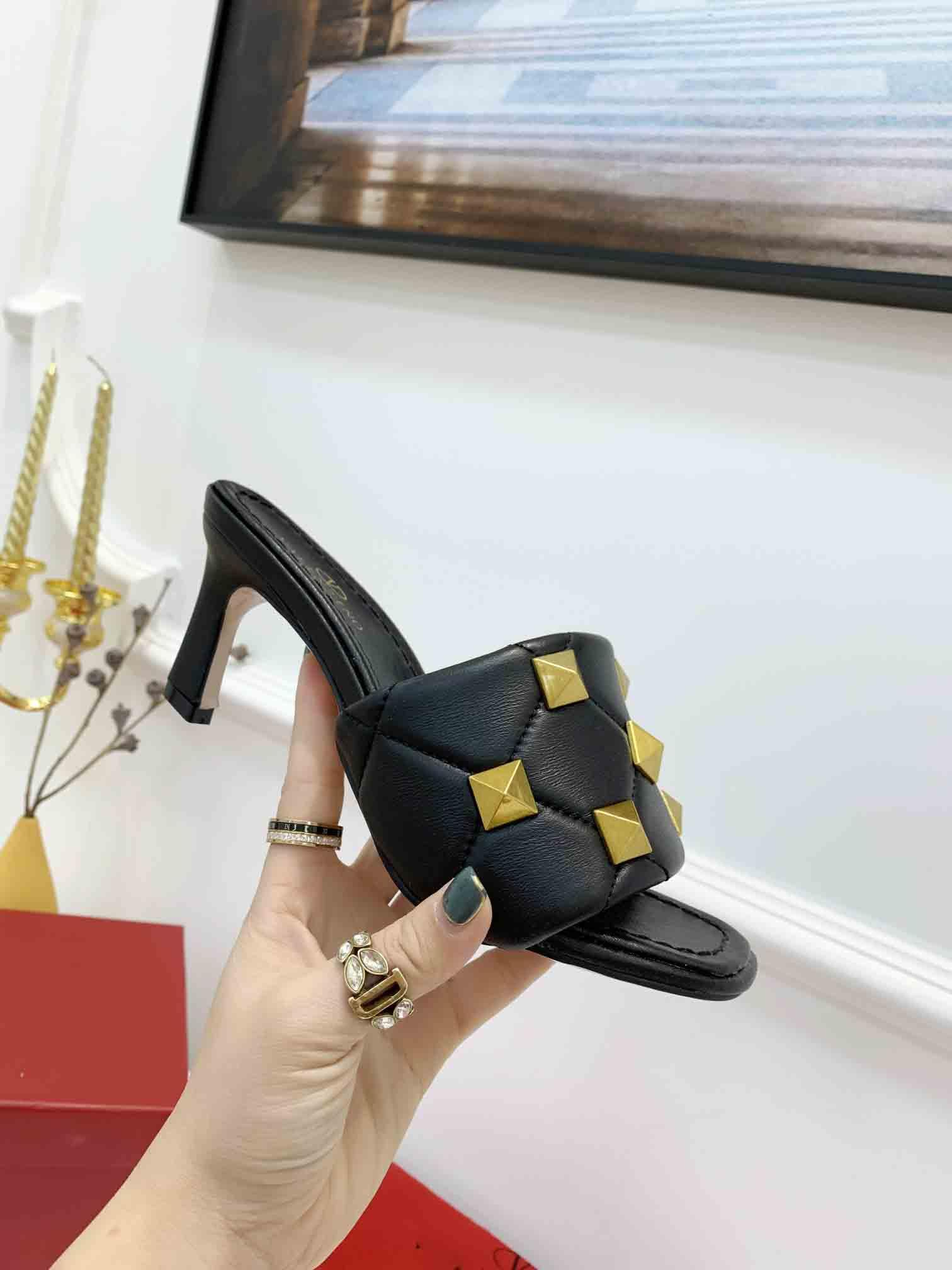 2021 New summer DESIGNER high heel SANDALS good quality luxury rivet sandals Designer Flat slippers big size 35-42 leather slippers with box