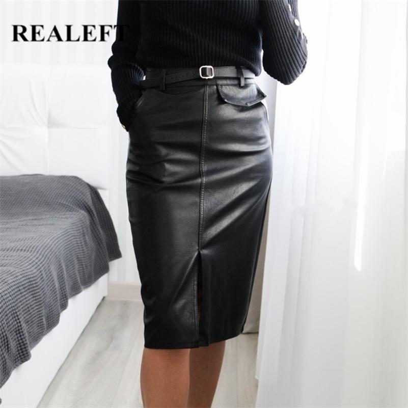 Realfet Black PU кожаная юбка осень зима спереди сплит карандаш MIDI юбки элегантные высокие талии оболочки обернутые юбки с поясом 210306