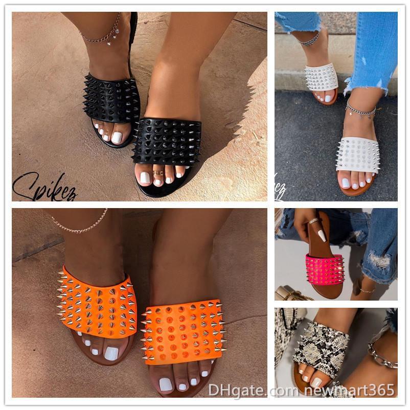 Remaches para mujer zapatillas de lujo diseñador de lujo playa zapatillas zapatillas zapatillas de cuero antideslizante zapatos de cuero casuales zapatos flip flop 36-42