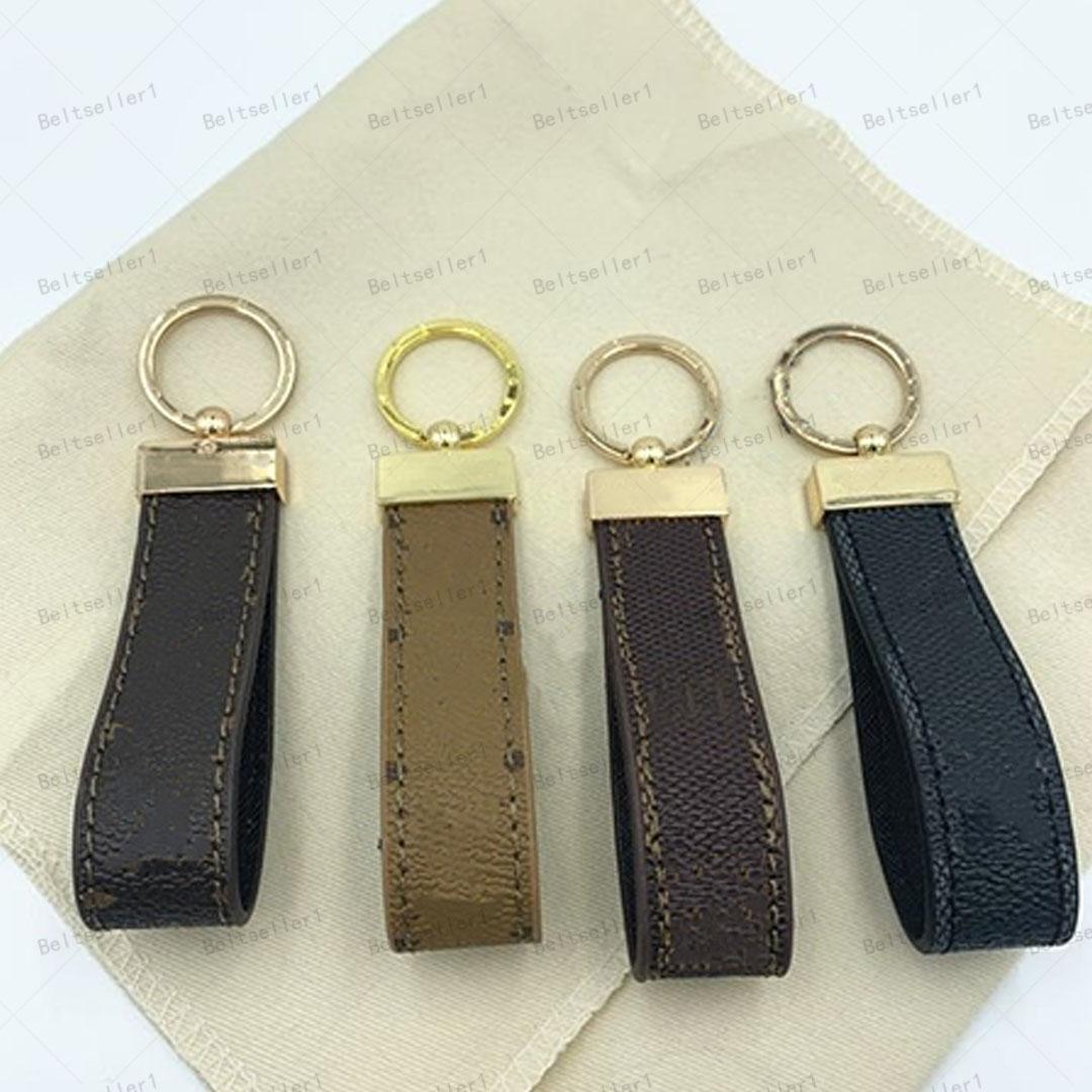 2021 Vente en gros 14 Couleurs Haute Qualité Chaînes de clés Lettres Lettres Cuir Cuir Fashion K Sling avec des boîtes
