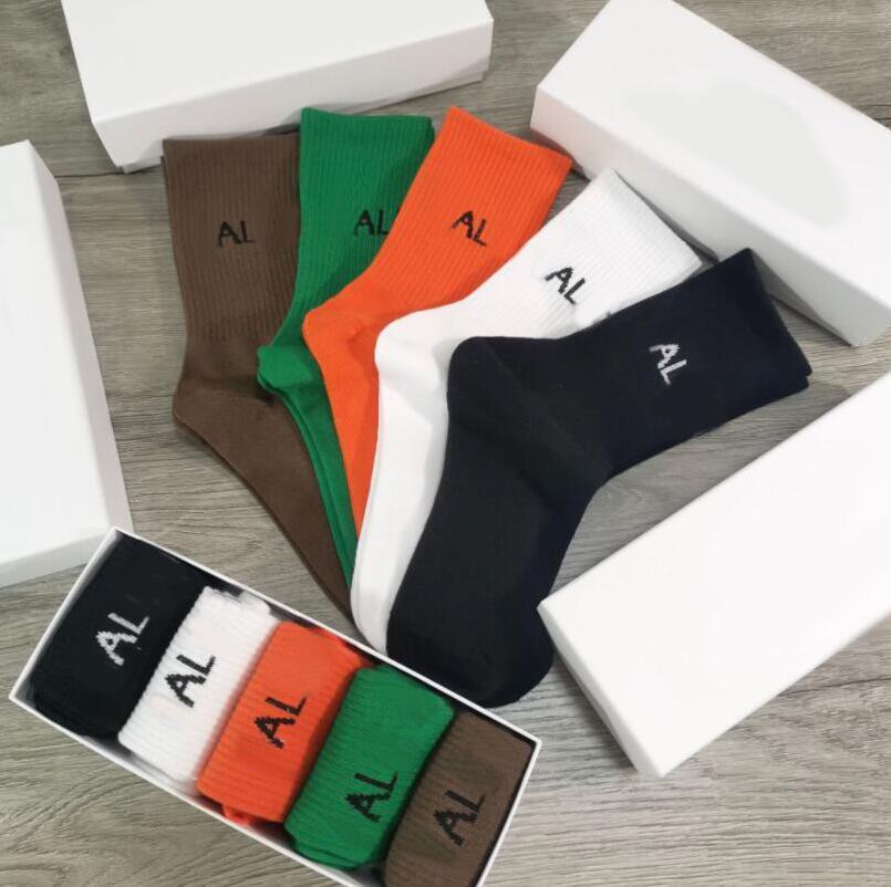Fashional Erkek Kadın Tasarımcı Spor Çorap Mektuplar Ile Bir Kutu 5 Parça Erkekler Bayan Çorap Yüksek Kalite Spor Çorap Çorap 10 Renkler