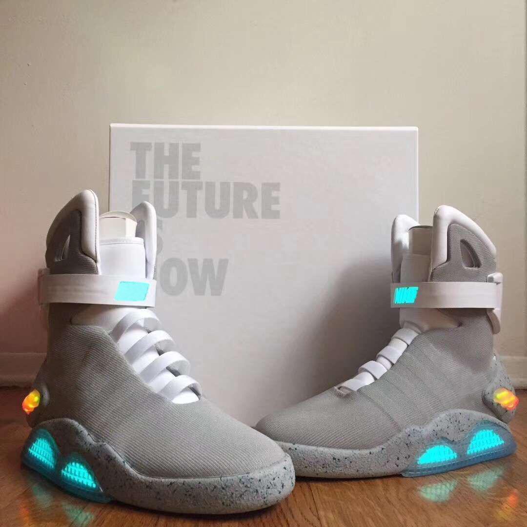 2021 YAYIN Otantik Hava MAG Geleceğe Geri Dön Moda Sneakers Erkek Kadın Spor Ayakkabı Orijinal Kutusu Ile LED Aydınlatma Açık Eğitmenler