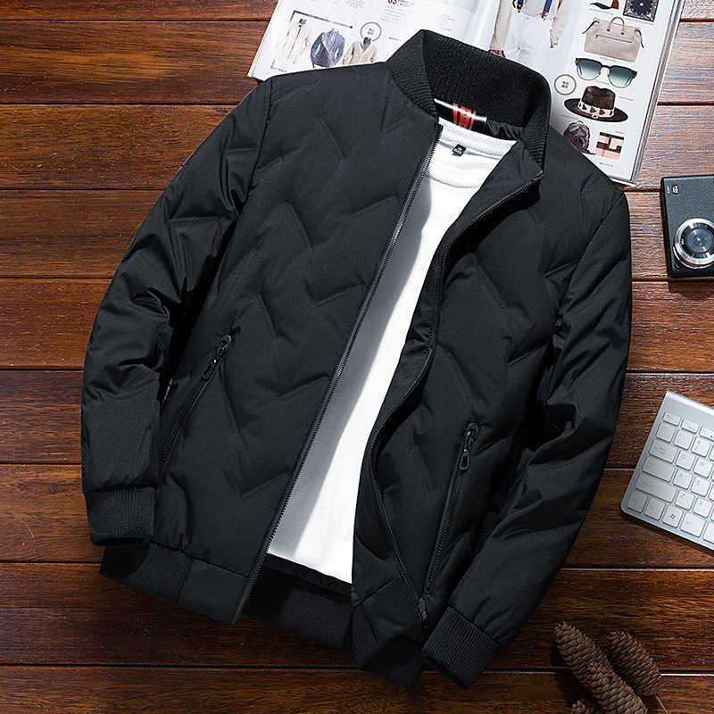Мужской пуховик с коротким легким весом 2021 Новая красивая тенденция утолщенная теплая зимняя бейсбольная мода бренд