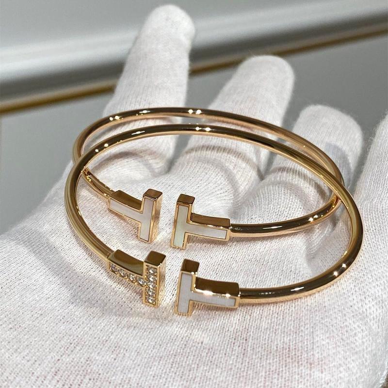 نسخة عالية بسيطة مزدوجة T إلكتروني ارتباط مفتوح سوار S925 فضة 18K ارتفع الذهب مطلي مع أم بيضاء من اللؤلؤ كامل نصف الماس هدايا مجوهرات الكريستال