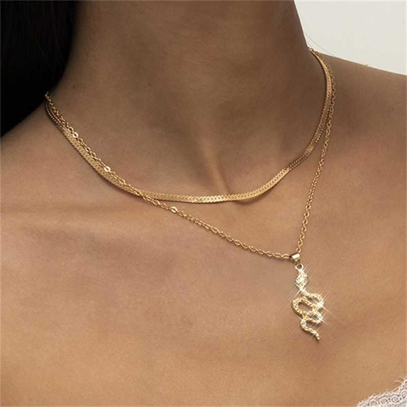 Collar de borla de cadena plana simple con un colgante de la serpiente de micro diamantes para las mujeres