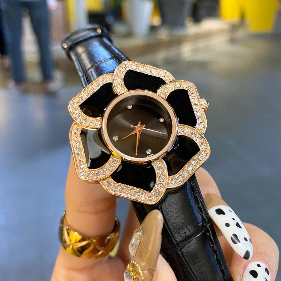 Orologio da polso al quarzo di marca Casual Popolare per le donne Girl Crystal Flower Style Style Cinturino in pelle Cha40