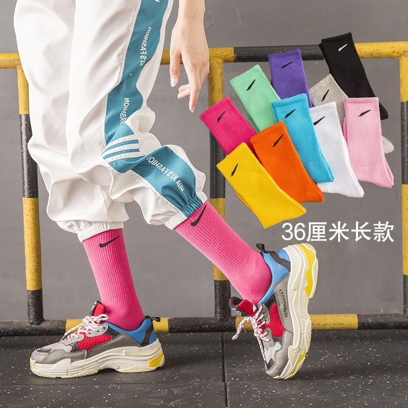 NK coincidente gancho largo otoño algodón hombres y mujeres de tubos mediados de la mujer Calcetines deportivos de baloncesto
