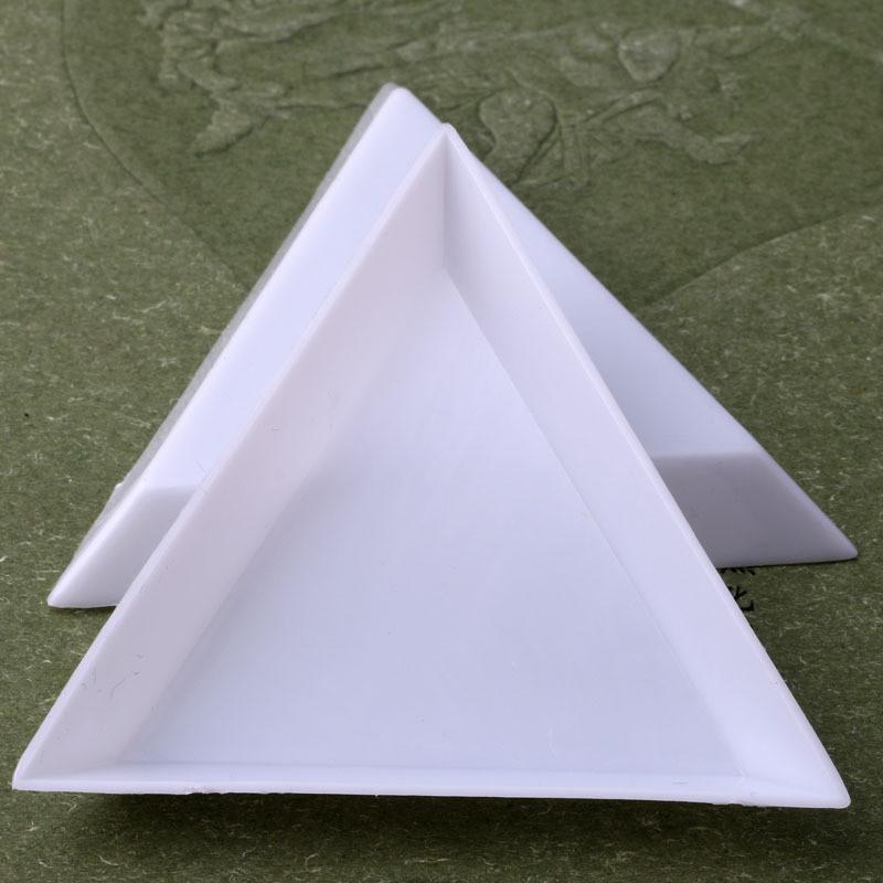 Nail Art Süslemeleri 2021 Plastik Üçgen Yuvarlak Rhinestones Boncuk Kristal Sıralama Tepsileri Beyaz Çiviler Accessoires Hızlı Teslimat