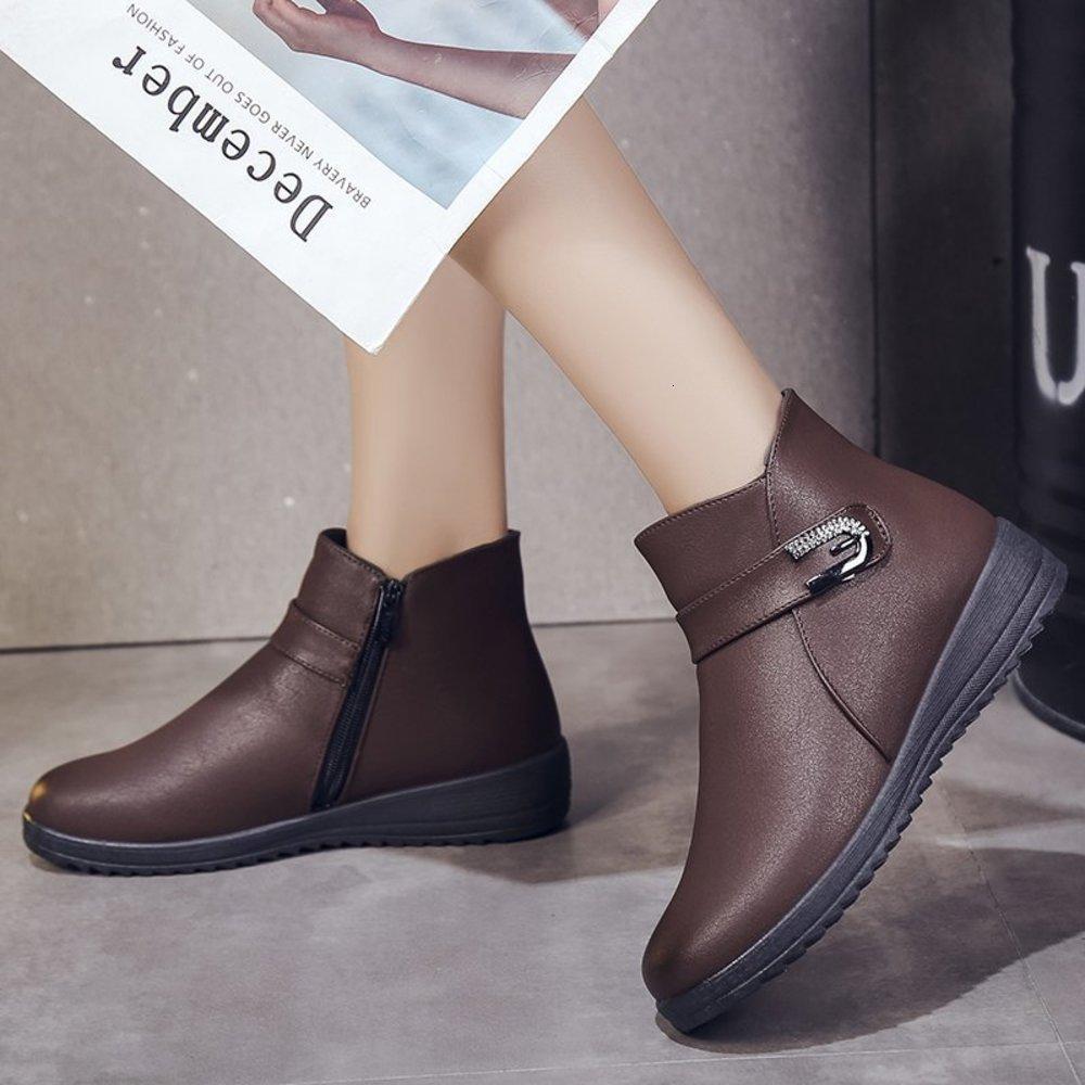 Короткая женская кожа 2020 новая осень и зимняя обувь матери Среднего возраста сапоги удобные плюшевые большие размеры