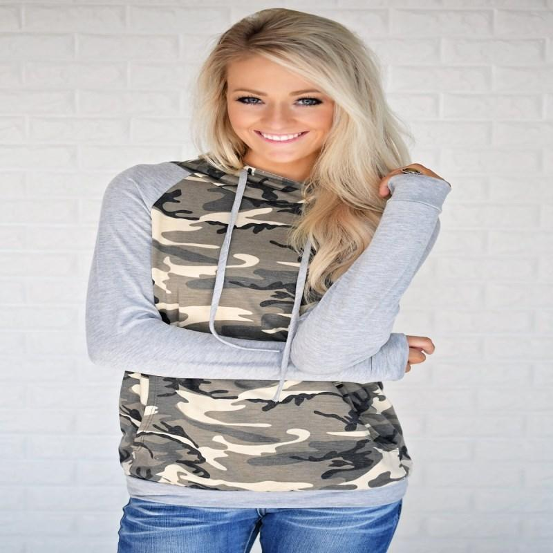 Women's camouflage jacket with hooded stitched sleeves in autumn and winter of 2019