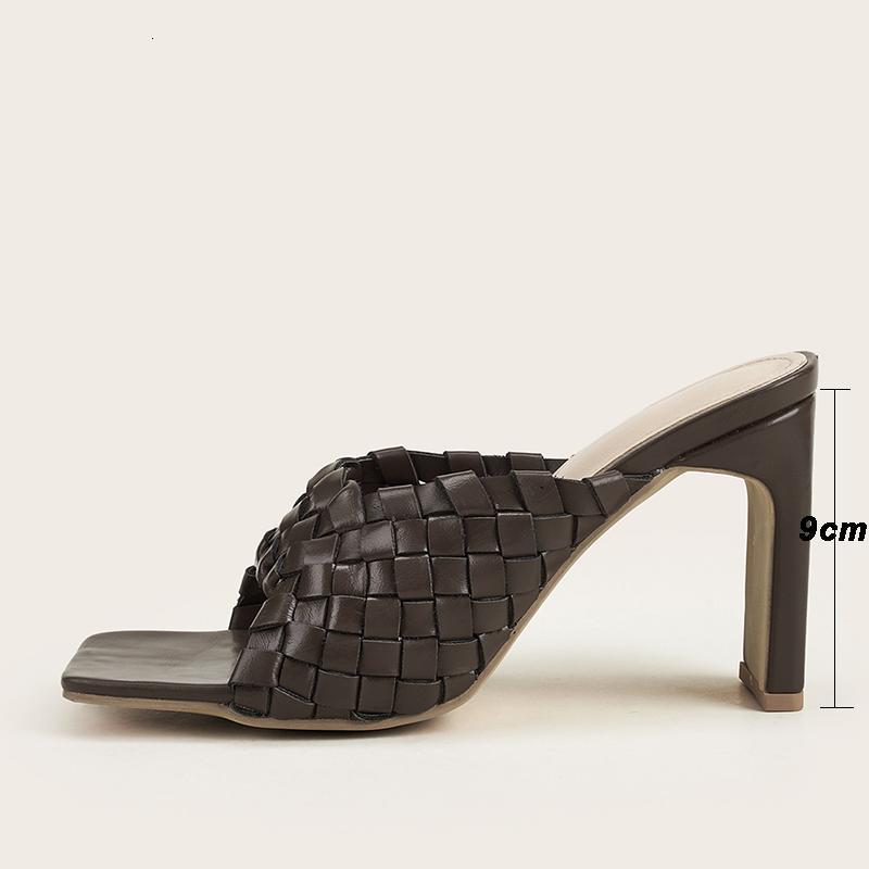 2021 Летняя искусственная кожа мягкие плетеные сандалии на высоком каблуке слайды женщин вечеринка обувь квадратный носок мулы сексуальные тапочки новые 1URL