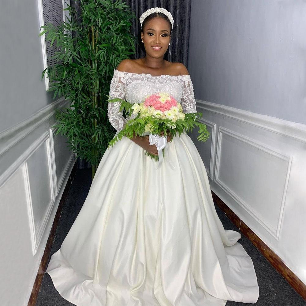Stunning Beaded Lace Wedding Dresses Off The Shoulder Neck Long Sleeves Bridal Gowns Plus Size Satin Sweep Train robe de mariée