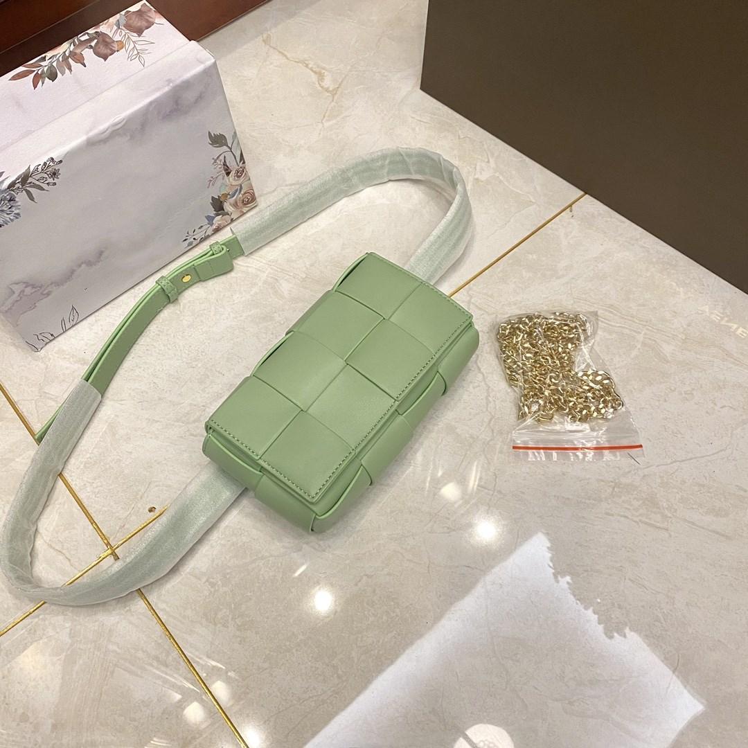 2021 패션 트렌드 디자인 허리 가방 고품질 소프트 가죽 짠 가방 솔리드 봄 럭셔리 디자이너 허리 가방 신선한 녹색