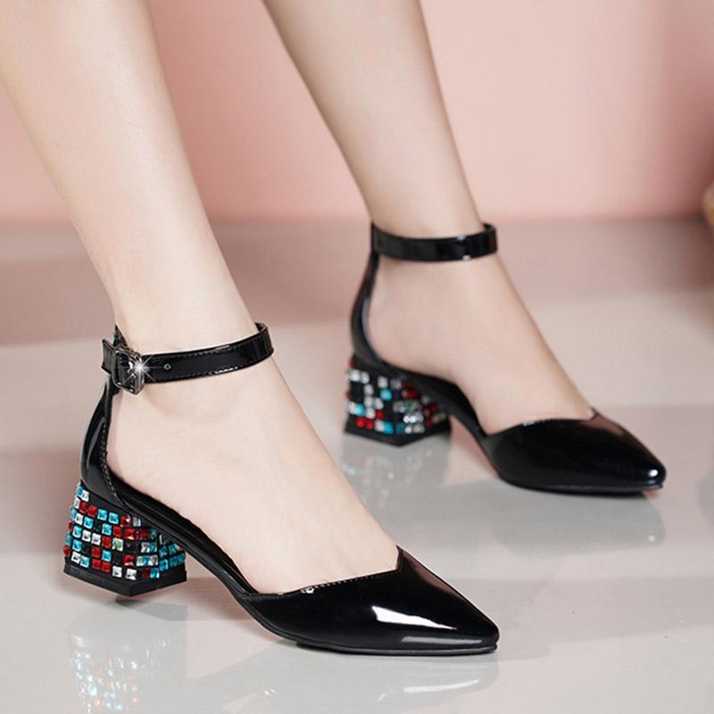 2020 Yaz Kadın Sandalet Ayak Bileği Kayışı Pompaları Patent Deri Elbise Ayakkabı Renkli Kristal Topuklu Bayanlar Ayakkabı Mujer 8225n