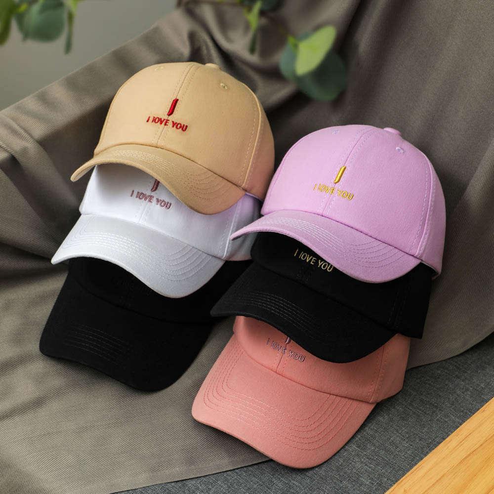 NET Rouge Même chapeau Mode Femmes Été Coréen Alphabet Étudiant Étudiant Sélo-ballaque de Baspade Plaque de baseball Hommes réglable